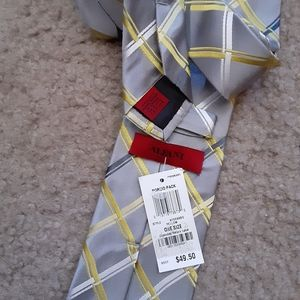 NWT ALFANI 100% Silk Grey/Yellow TIE